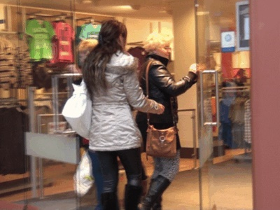 Video: Shoppingtour von 2 Geldherrinnen